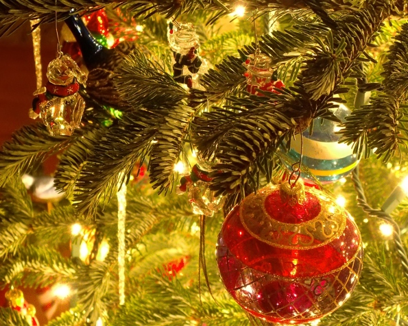 christmas_tree_ornaments_1280-x-1024-1
